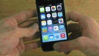 Apple iPhone 4 16GB Fido EXCELLENT + 4 cases