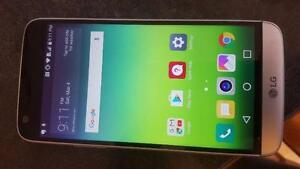 LG G5 unlocked - comes with Phone and charging Cable **** Price FIRM ***