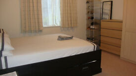 Large Double Room - Own shower! Enfield Chase - Bills Incl