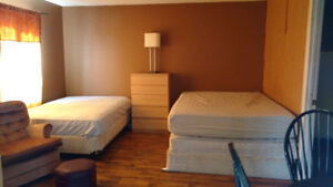 ROOM+OWN ENTRANCE AVAILABLE 22SEP FOR RENT $325/W,850/M-DOWNTOWN