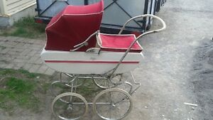 Awesome antique baby carriage in amazing condition