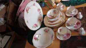 Vintage Rare Royal Albert American Beauty 28 Items Dinner set