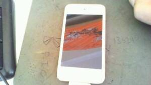 apple ipod touch gen4 16gb white and silver Craigmore Playford Area Preview