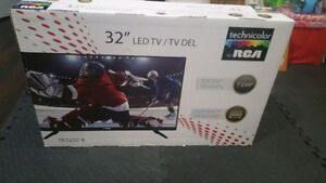 RCA 32 in LED TV 720p mint condition
