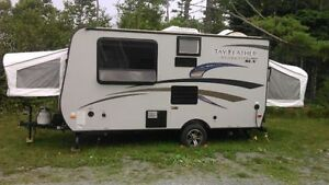 Jayco Jay Feather Ultra Lite Hybrid RV (2015)