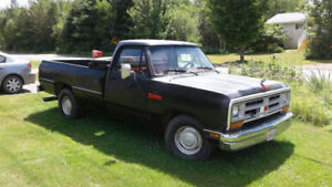 1987rwd automatic dodge ram 318-V8  97000km redy for sticker