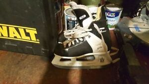 Boys/Girls CCM Tacks Size 1