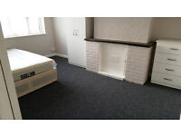 Spacious Double Room.All Bills Included