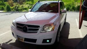 2010 Luxurious Mercedes-Benz GLK 350 4 Matic Fully loaded!