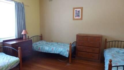 Single Beds for Female Traveller - Large Triple Rm near Chapel St