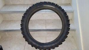 2 pneus de motocross pour 50$ l'ensemble
