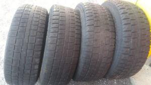 4 pneus d'hiver de 17 pouce sur rim et 2 pneu à clou de 15 pouce