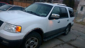 2004 White Ford Expedition