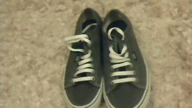 MENS GREY VANS SHOES SIZE 7 IN IMMACULATE CONDITION