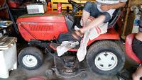 tracteur de jardin avec tondeuse,souffleuse,acc., batterie neuve