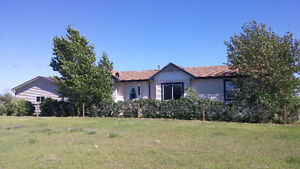 Acreage living close to Redcliff
