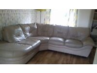 Leather corner sofa ( can deliver)