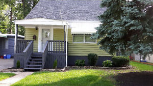 EAST WINDSOR LOCATION. CLEAN AND MOVE IN READY!! Windsor Region Ontario image 1