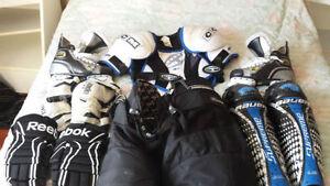 Habits de hockey jeune Ado small-petit +Sac 45 $ (55 livré)