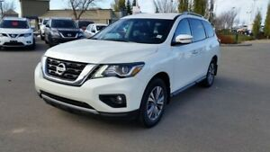 2017 Nissan Pathfinder SV AWD Accident Free,  Heated Seats,  3rd