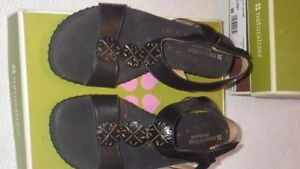 Naturalizer Sandals black leather, Size 8 Wide Kawartha Lakes Peterborough Area image 1