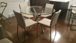 MOVING SALE - DINING ROOM ROUND GLASS TABLE & 4X LEATHER CHAIRS
