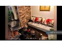 2 bedroom flat in London, London, SW18 (2 bed) (#1002000)