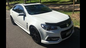 VF  SS-V Redline Holden Commodore Sedan 2015 Southbank Melbourne City Preview