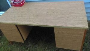 Free big table /desk; pick up only