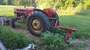 B-275 International Harvester Tractor