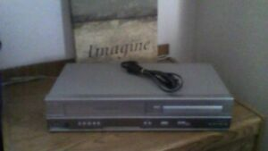 DVD/VCR COMBO IN GOOD CONDITION WITH ADDED FEATURES FOR CHEAP.
