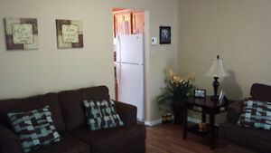 Master bedroom open for 6 or 12 mon. lease in Beautiful townhous London Ontario image 5