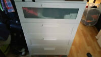 Chest of 4 drawers / Commode a 4 tiroirs