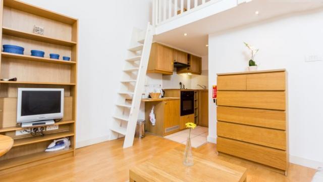 Luxury split level studio apartment - West Kensington *