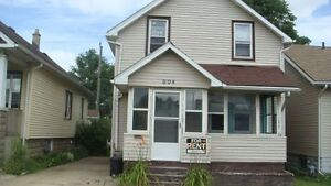 4 Bedroom Student House on Randolph Ave.