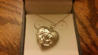 Beautiful Never Worn Silver Pendant and Chain