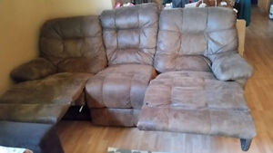 Full sized couch London Ontario image 1