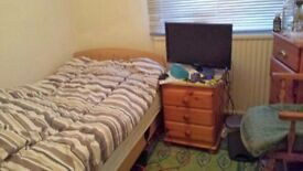 Single room to let crawley town centre 5 mins from town centre and shops
