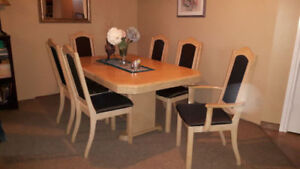 REDUCED Dinning Suite,Oak.4 side chairs and 2 Captains Chairs