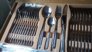 NEW - 72 piece cutlery set in convenient carrying case