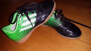 Adidas gr: 12  US    enfant