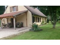 Detached house in Burgundy, between Chablis and Vezelay. Terrace with views, 4 bedrooms, games room