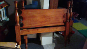 Antique pine 4-post rope & spool bed, c.1800 w/ new 3/4 mattress