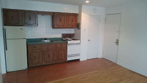 GREAT 1 BEDROOM APPARTMENT- $675 ALL INCLUDED!!