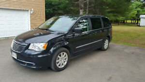 2016 Chrysler Town &Country Minivan ***  Excellent Condition ***