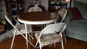 Round Card Table with 4 Chairs