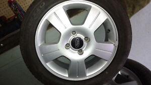 mags 16po 4x108 avec pneu neuf , focus , fiesta
