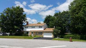 Maison a louer 8 1/2 + ss 2 étages 4 chs, garage, piscine,deck