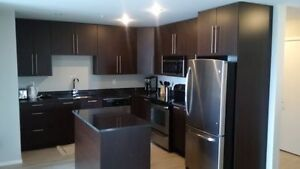 2 BEDROOM PLUS DEN - EXECUTIVE AREA - 5 MINS TO THE MALL !!!