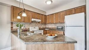 STUNNING TOWNHOUSE 3 Bed, 3 Bath, Parking RICHMOND HILL FOR RENT
